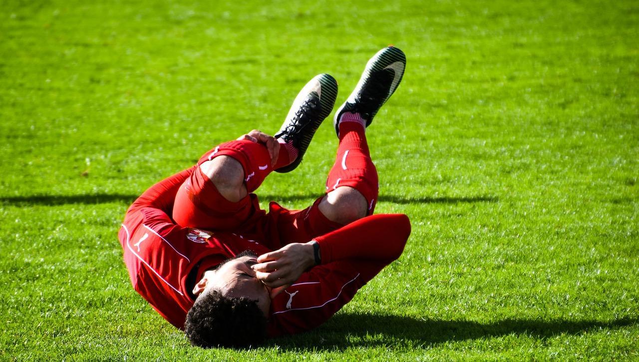 夜のこむらがえり、筋肉がつる、筋痛で起きる・眠れない場合の治療を解説